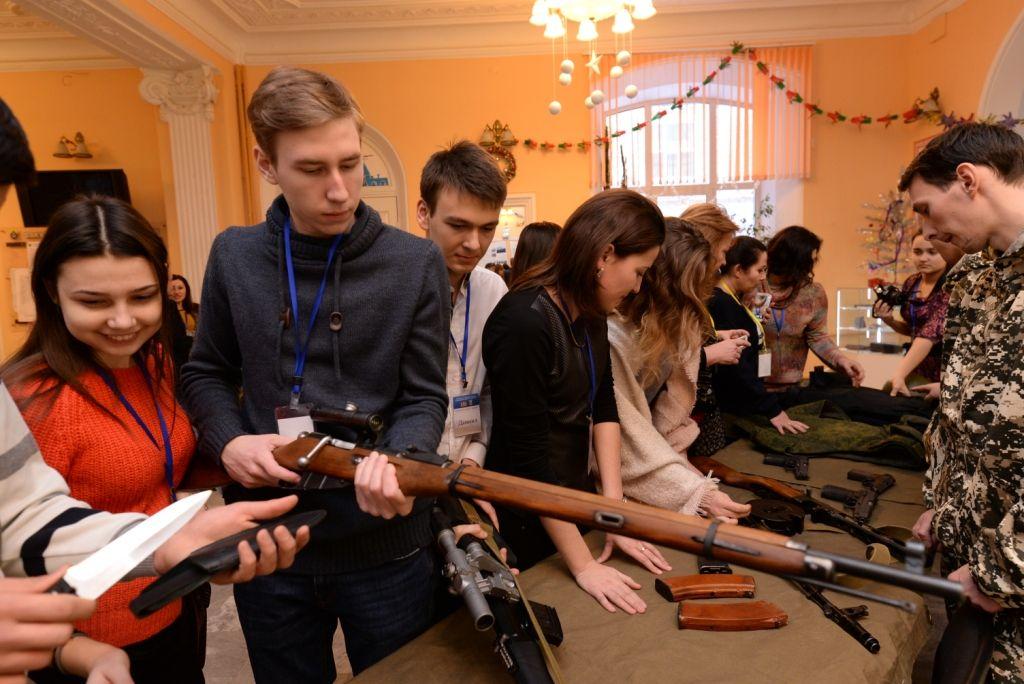 Будущие студенты из Судака во время поездки в Екатеринбург в январе 2017 года